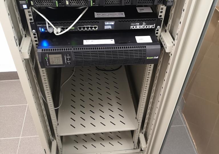 Montaż i konfiguracja serwerowni